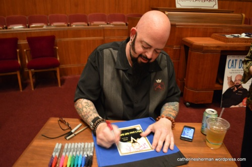 Jackson Galaxy Signing my Book Bag